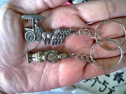 Gantungan kunci berbentuk pasukan tentara dan kuda