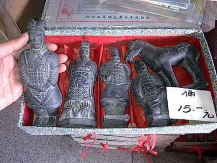 Paket patung replika patung tentara tanah liat Xian yang terkenal itu