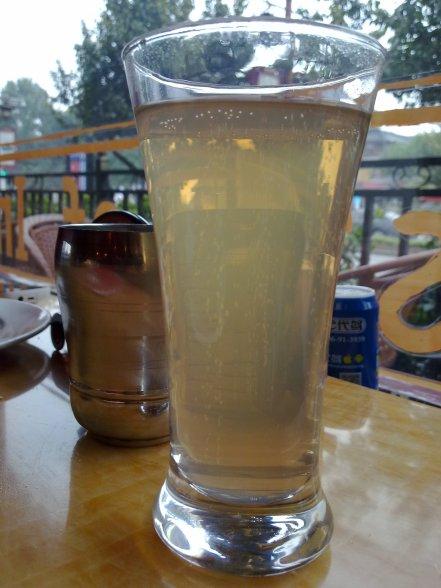 Eh, ternyata ada...Ginger Ale, juga! Yay! Paduan sempurna untuk masakan India.