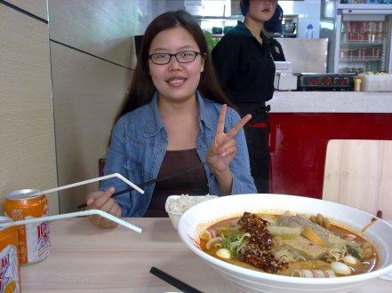 Beberapa teman lokal saya di Xian bilang juga lho kalau kios Mao Cai yang ini punya rasa terbaik dari yang pernah mereka coba :D