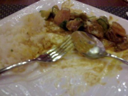 Naah ini nasi kari yang saya pesan. Rasanya cenderung manis, kurang nendang, tapi tetap jadi makanan terlezat saya hari itu! :D