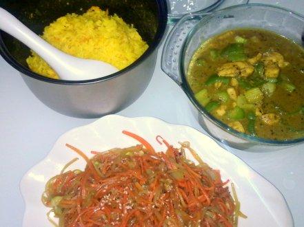 Sedapat mungkin masak sendiri, sedapat mungkin masak nasi kuning atau taruh kunyit di berbagai masakan sehari-hari kami..
